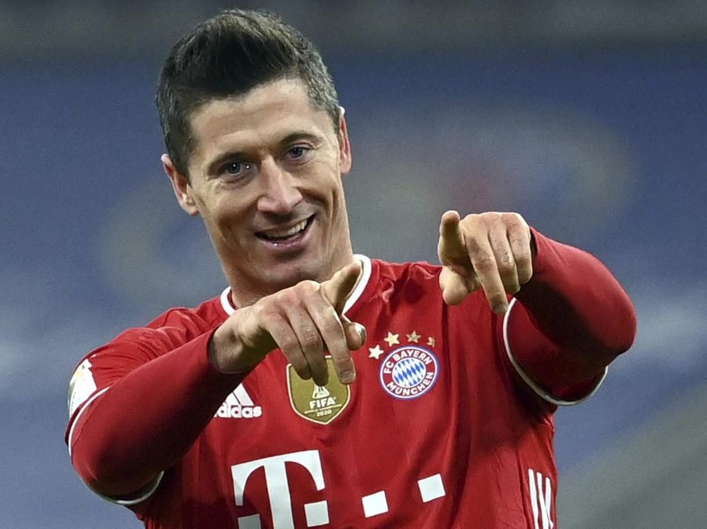 Bayern Vs Stuttgart: Lewandowski Hat-trick, Die Roten Menang 4-0