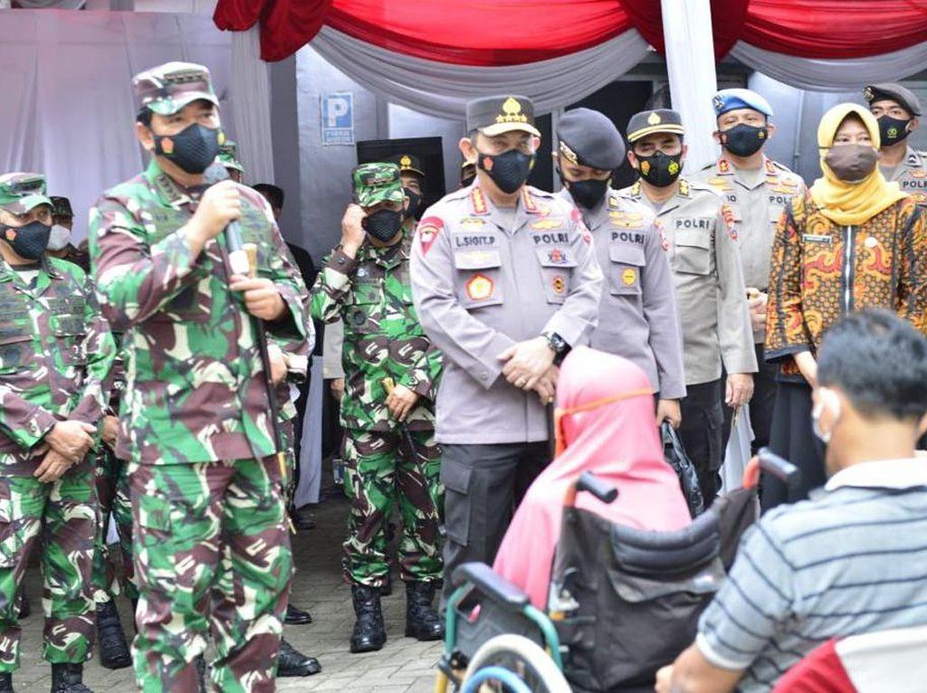 Tinjau Vaksinasi di Surabaya, Panglima TNI: Tetap Disiplin Prokes