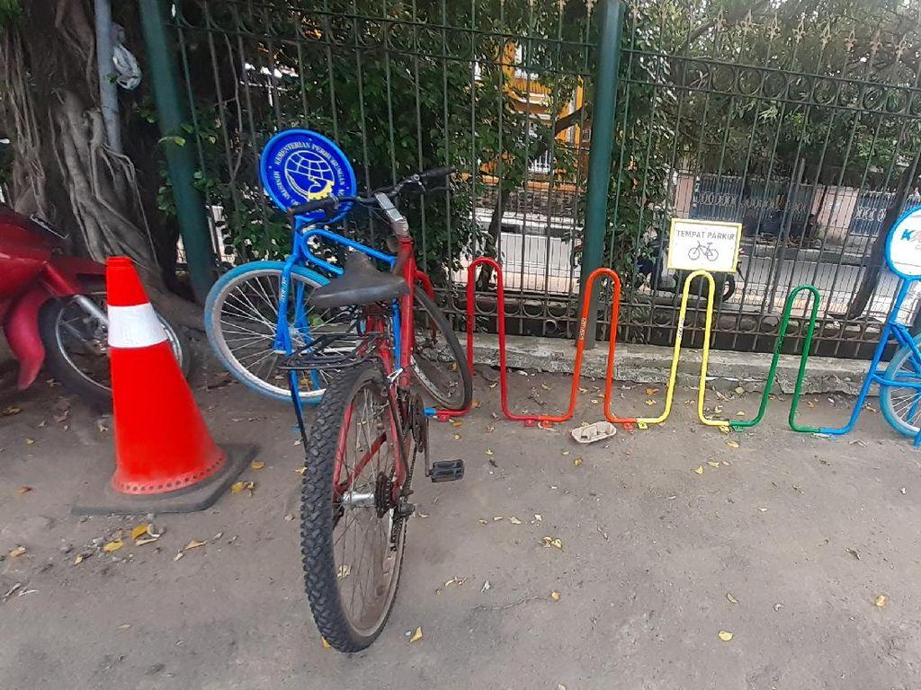 Ada #PakiruntukSepeda, Sepeda di Stasiun Tebet Tak Lagi Dirantai di Pagar