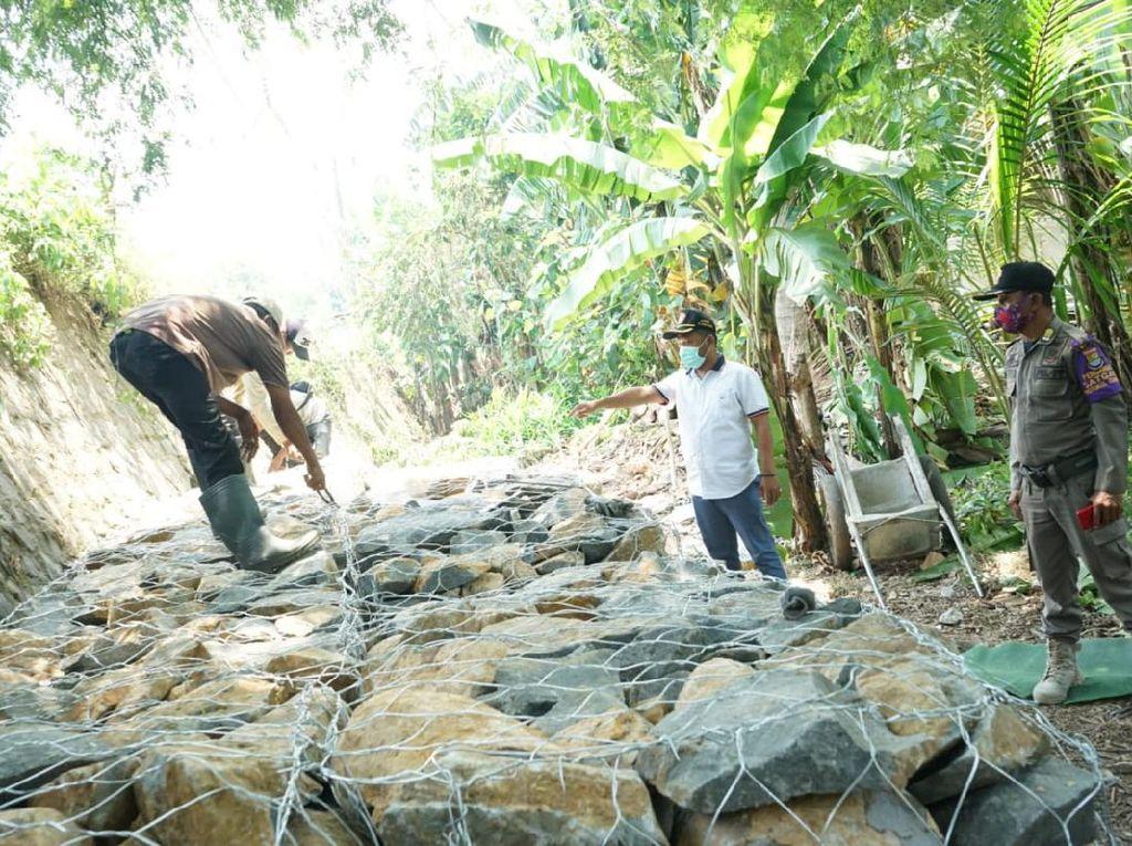 Jalan ke Tanjung Burung Teluknaga Longsor, Jalan Alternatif Dilebarkan