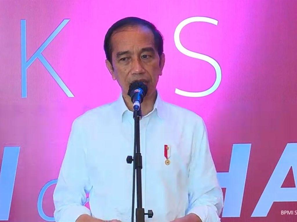 Jokowi Tinjau Proses Vaksinasi COVID 500 Guru di Makassar