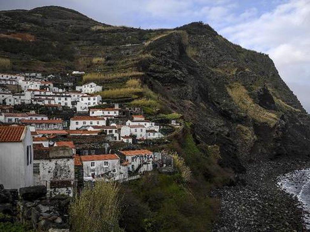 Pulau Terpencil di Portugal Ini Sudah Bisa Bilang Bye Corona