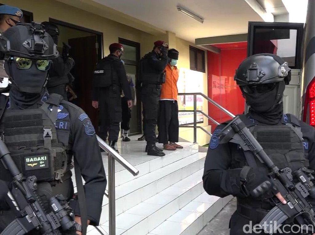 11 Terduga Teroris yang Ditangkap di Jatim Diterbangkan ke Jakarta