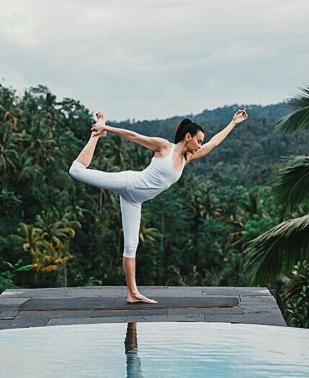 Sophia Latjuba selalu meluangkan waktu untuk yoga satu jam setiap hari