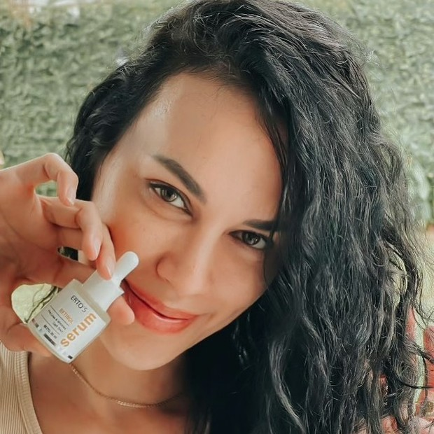 Sophia Latjuba pakai serum retinol