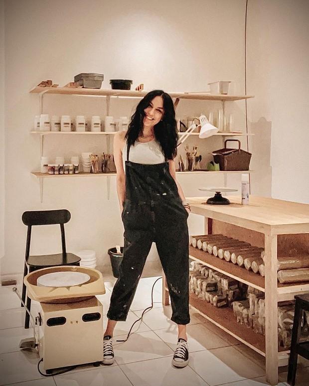 Sophia Latjuba jalani hobi pottery