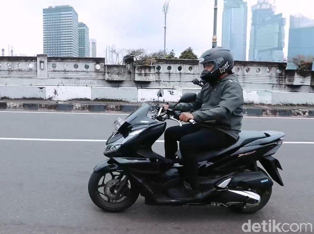 Seberapa Nyaman dan Irit Honda PCX 160 Dipakai Harian?