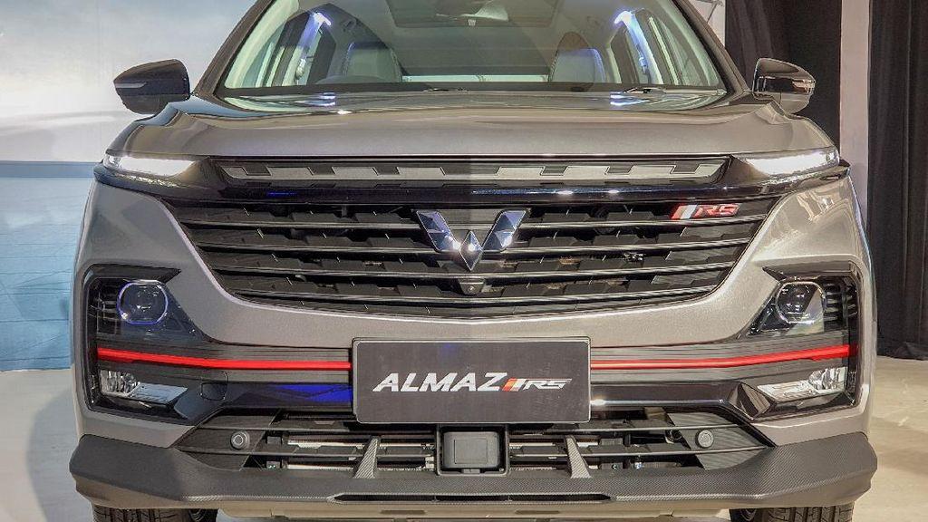 Wujud Wuling Almaz RS: Bisa Dihidupkan Lewat HP dan Nyetir Sendiri