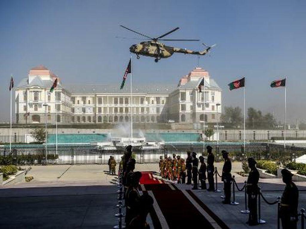 Helikopter Militer Afghanistan Ditembak Jatuh, 9 Orang Tewas