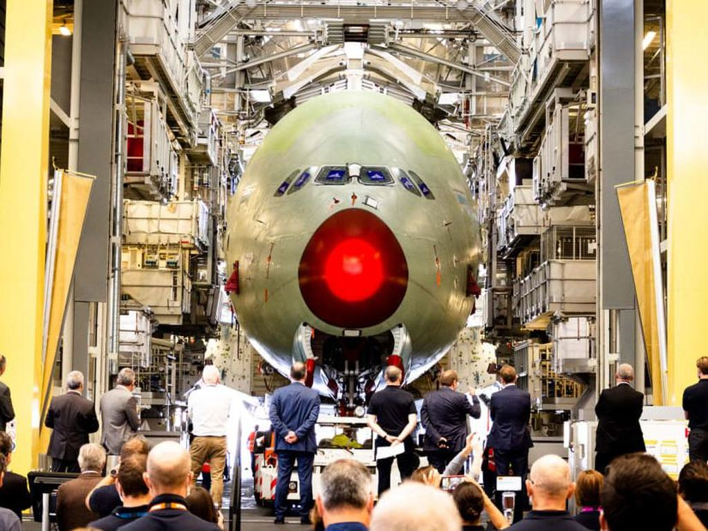 Pesawat Superjumbo Airbus A380 Terakhir Terbang Perdana