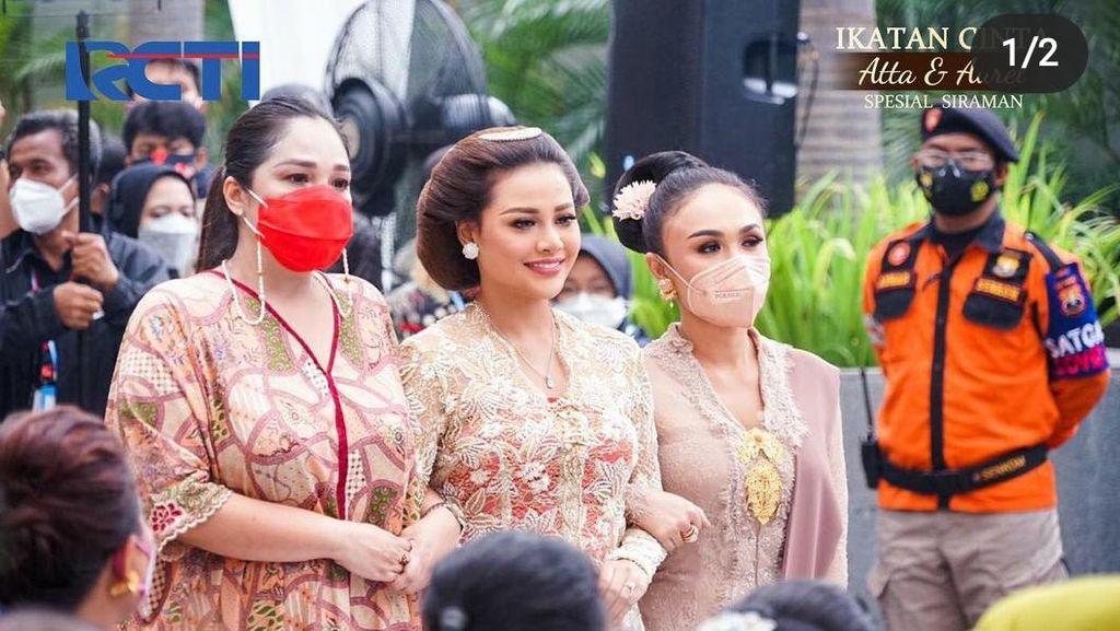 Foto: 6 Gaya Aurel Hermansyah Saat Siraman, Manglingi Bersanggul Jawa