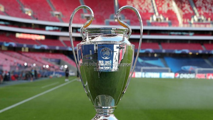 LISBON, PORTUGAL - AUGUST 23: A detailed view of the Champions League Trophy prior to during the UEFA Champions League Final match between Paris Saint-Germain and Bayern Munich at Estadio do Sport Lisboa e Benfica on August 23, 2020 in Lisbon, Portugal. (Photo by Miguel A. Lopes/Pool via Getty Images)