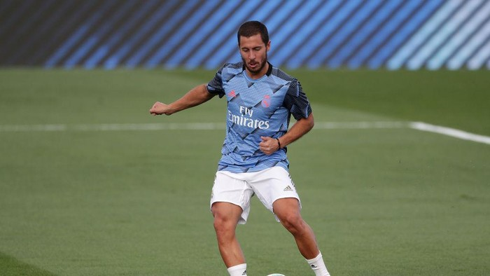 MADRID, SPAIN - JUNE 14: Eden Hazard of Real Madrid warms up ahead of the Liga match between Real Madrid CF and SD Eibar SAD at Estadio Alfredo Di Stefano on June 14, 2020 in Madrid, Spain. (Photo by Gonzalo Arroyo Moreno/Getty Images)
