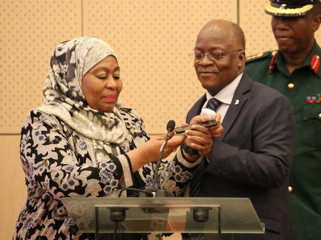 Presiden Tanzania Meninggal Mendadak, Ibu 4 Anak Jadi Penggantinya