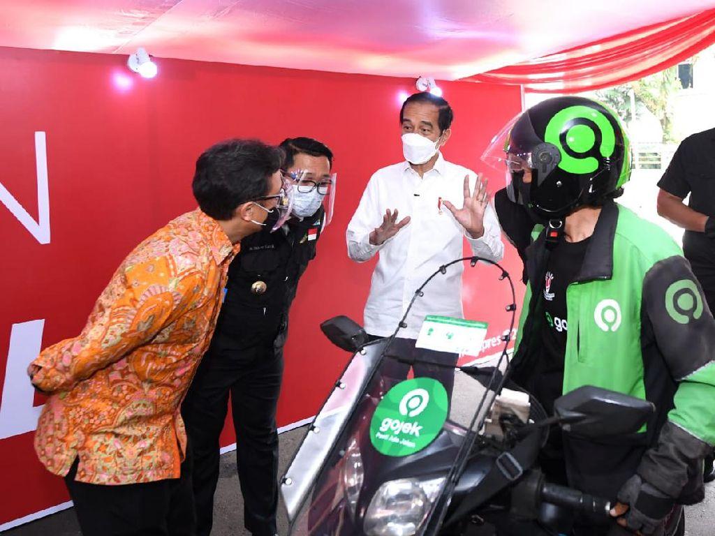 Pos Vaksinasi Gojek-Halodoc Diapresiasi Jokowi