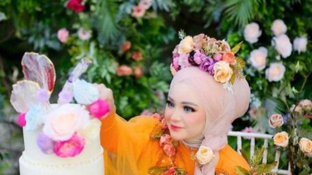 Herlin Kenza Si Barbie Aceh Saat Pamer Kue hingga Beli Rambutan
