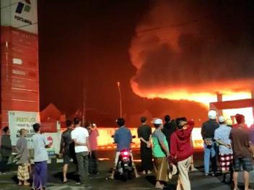 SPBU di Kota Malang Terbakar, 2 Mobil Hangus