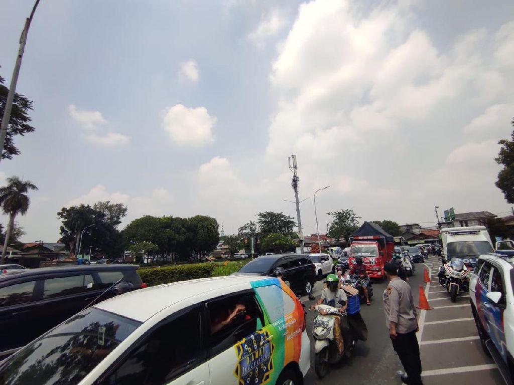 Sidang HRS Digelar, Arus Lalin di Depan PN Jaktim Tersendat