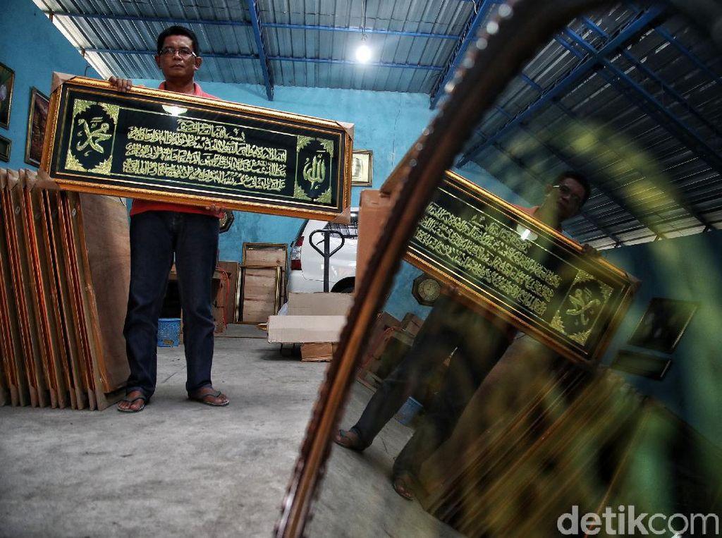 Mantan Tukang Parkir Banting Setir Bisnis Kaligrafi