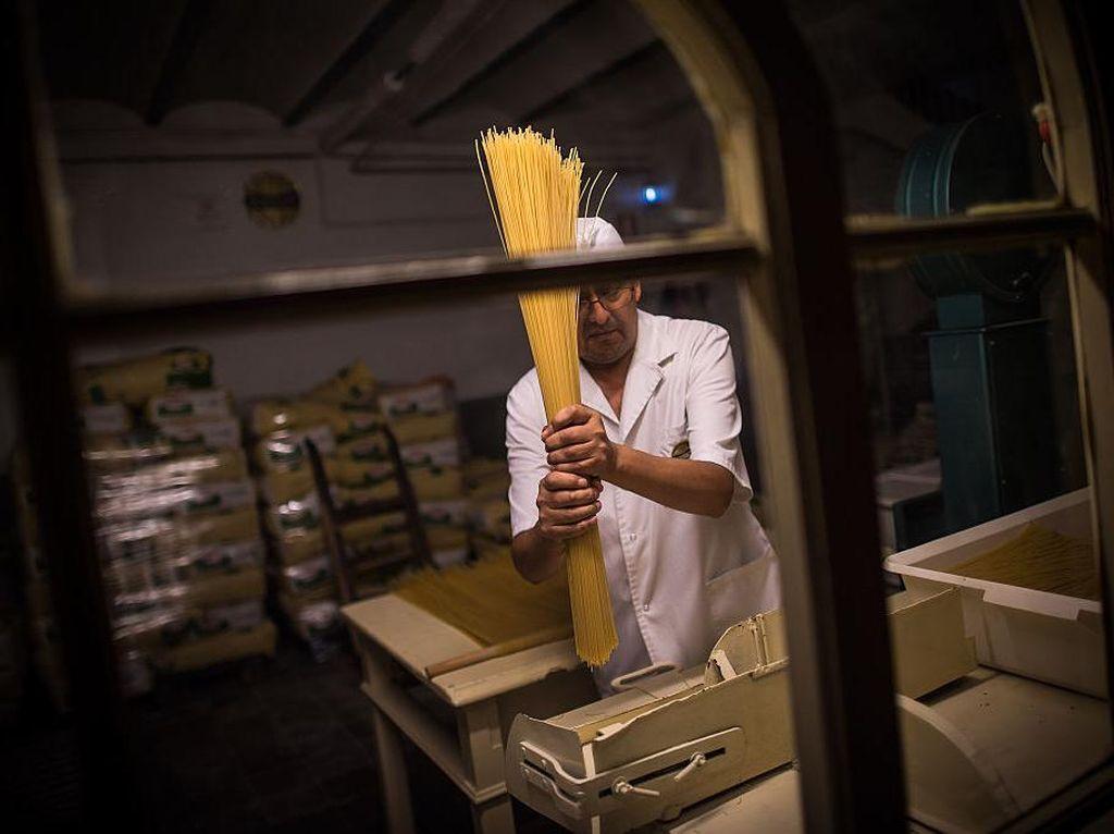 Melihat Pabrik Pasta Tertua di Spanyol