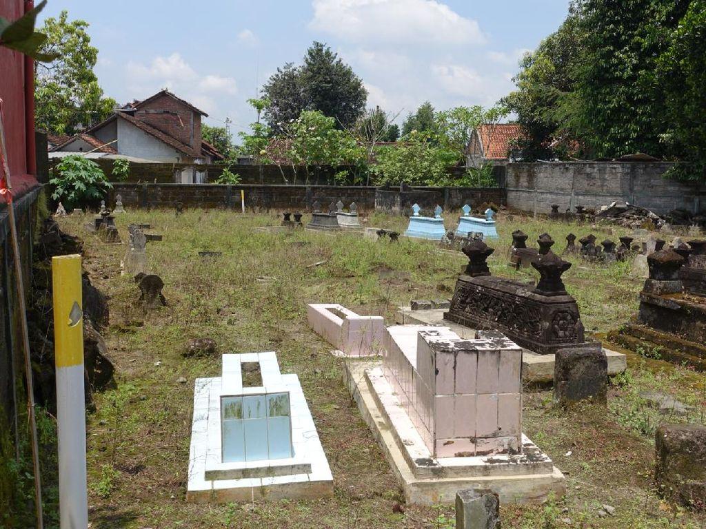 Proyek Tol Yogya-Solo Makan Kuburan hingga Sekolah