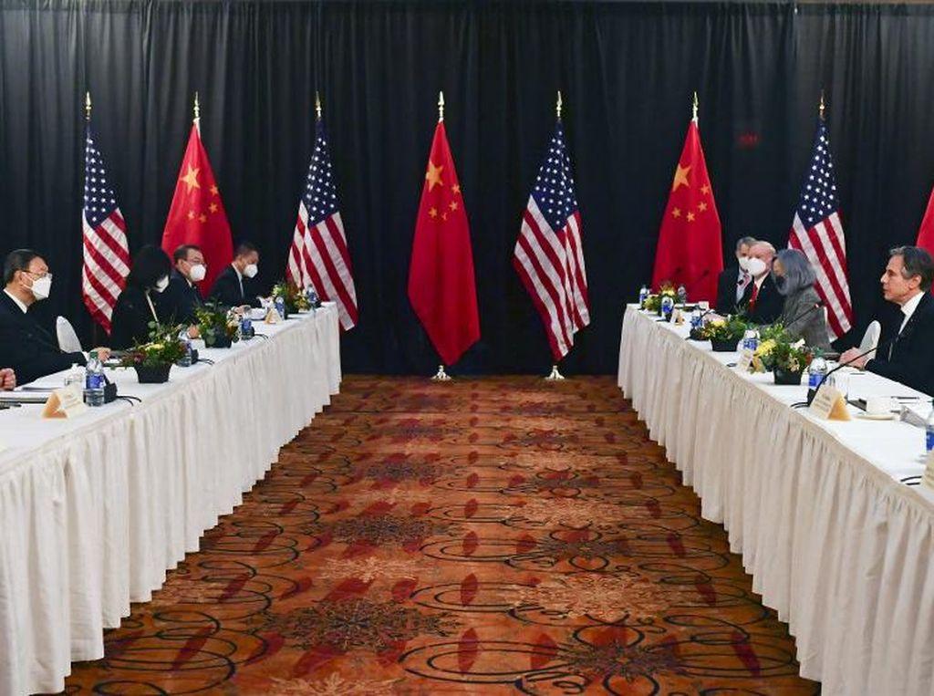 Menlu AS-China Terlibat Adu Mulut Sengit di Pertemuan Alaska