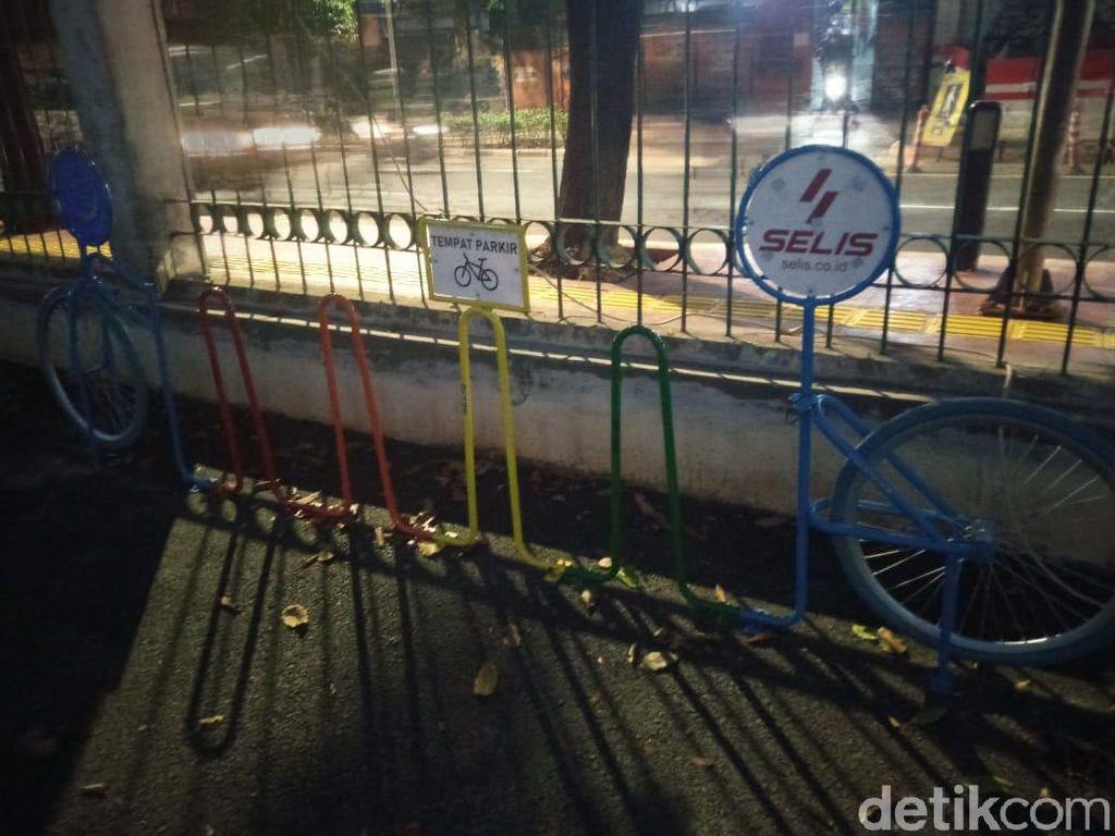 Rak #ParkiruntukSepeda Juga Ada di Stasiun Palmerah tapi Masih Kosong