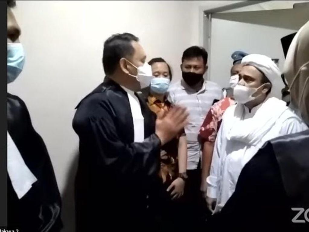 Pemberontakan Habib Rizieq di Persidangan Online hingga Bungkam