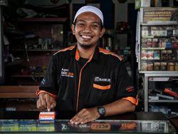 Hampir Gulung Tikar, Penjual Pulsa & HP Selamat Berkat Jadi Agen Bank