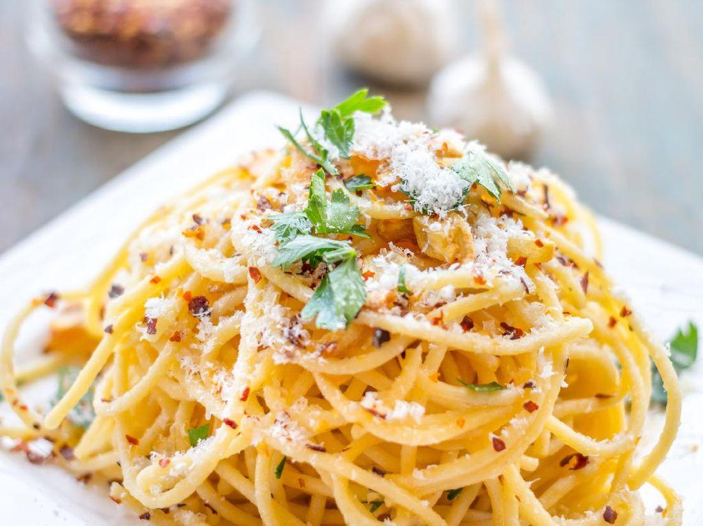 3 Resep Spaghetti Aglio Olio Populer ala Restoran