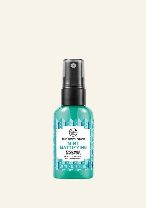 Face mist ini membuat kulit tampak matte dan bebeas kilap serta membantu mengurangi tampilan minyak berlebih.