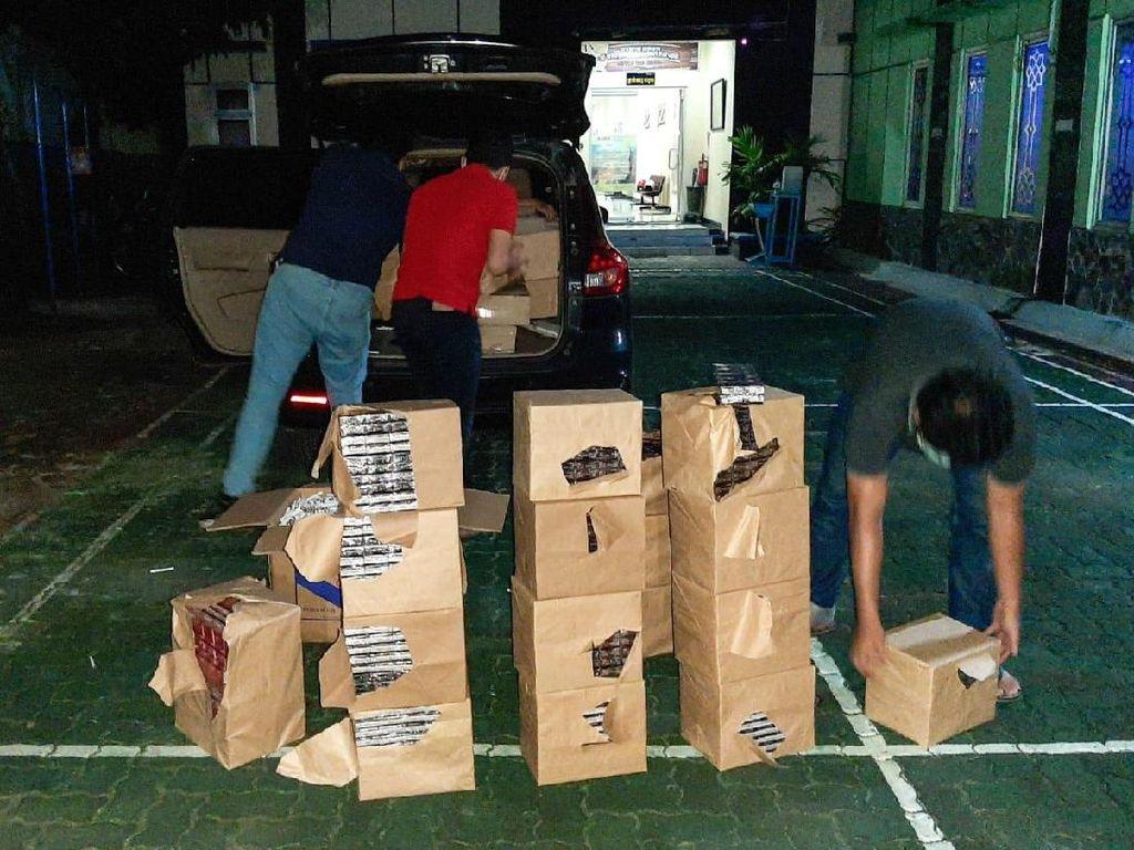 Bea Cukai Sita Mobil Angkut Rokok Ilegal di Jepara, Sopir Kabur