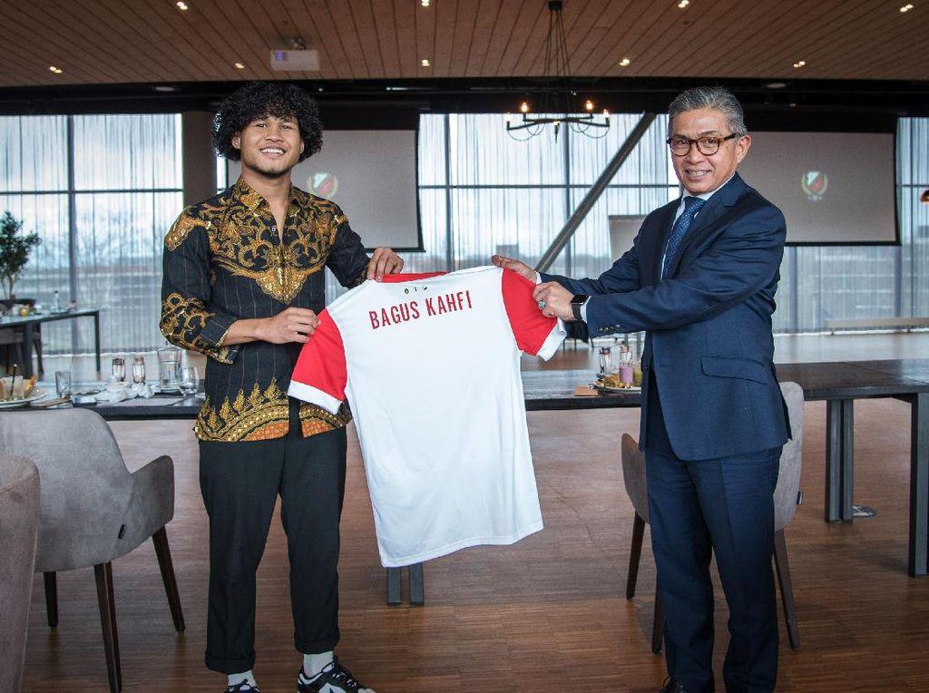 Momen-momen Bagus Kahfi dan Dubes Mayerfas di FC Utrecht