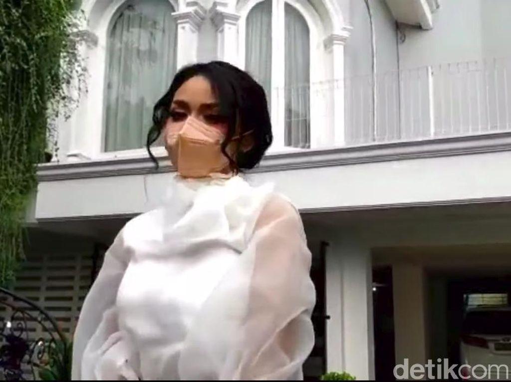 Krisdayanti Menangis Aurel Hermansyah Hamil, Raul Lemos Ikut Doakan