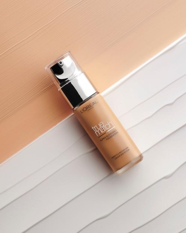 Diformulasikan dengan Pro-Vitamin B5 dan Vitamin E, foundation dari L'Oréal membantu menjaga kulit tampak bercahaya dan sehat.