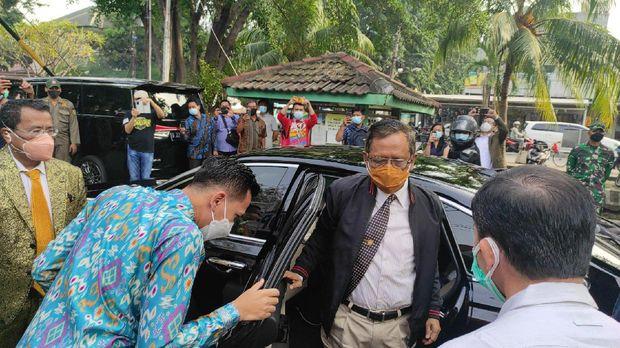 Mahfud MD kunjungi Kopo Johny untuk berbincang dengan Hotman Paris.