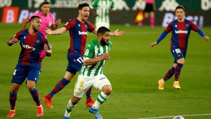 Nabil Fekir mencetak gol brilian untuk Real Betis saat berjumpa Levante di Stadion Benito Villamarin, Sabtu 20 Maret 2021.