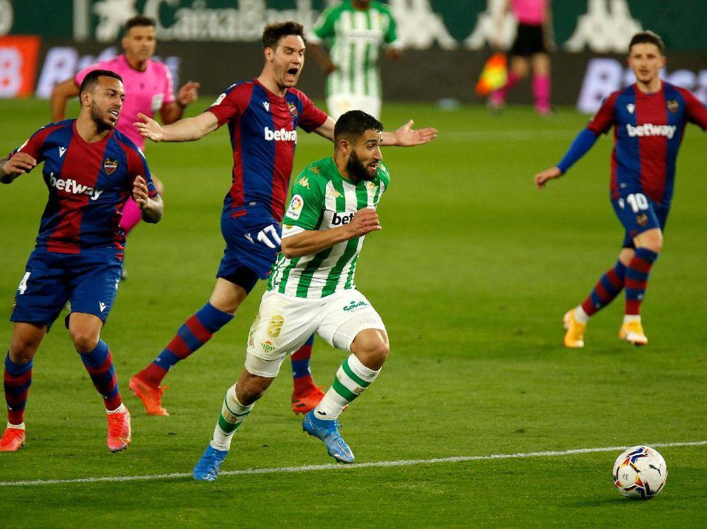 Top! Nabil Fekir Bikin Gol Spektakuler ala Maradona