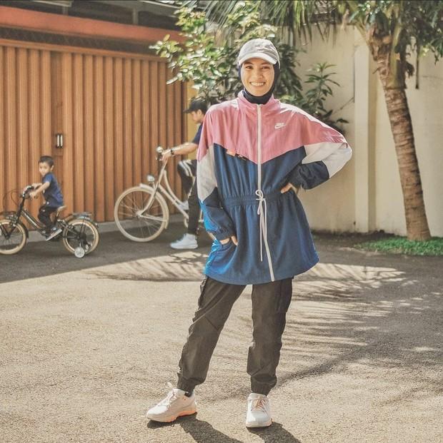 Outfit olahraga Alyssa Soebandono