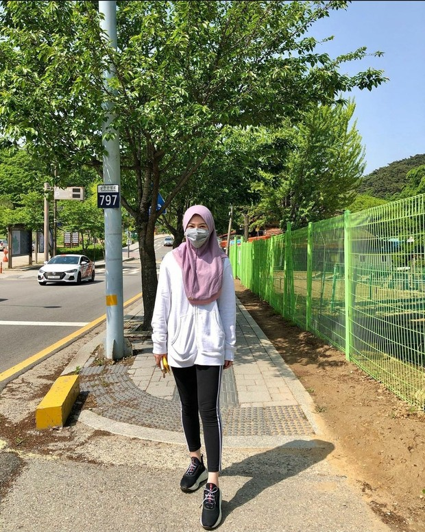 Outfit olahraga Ayana Jihye Moon