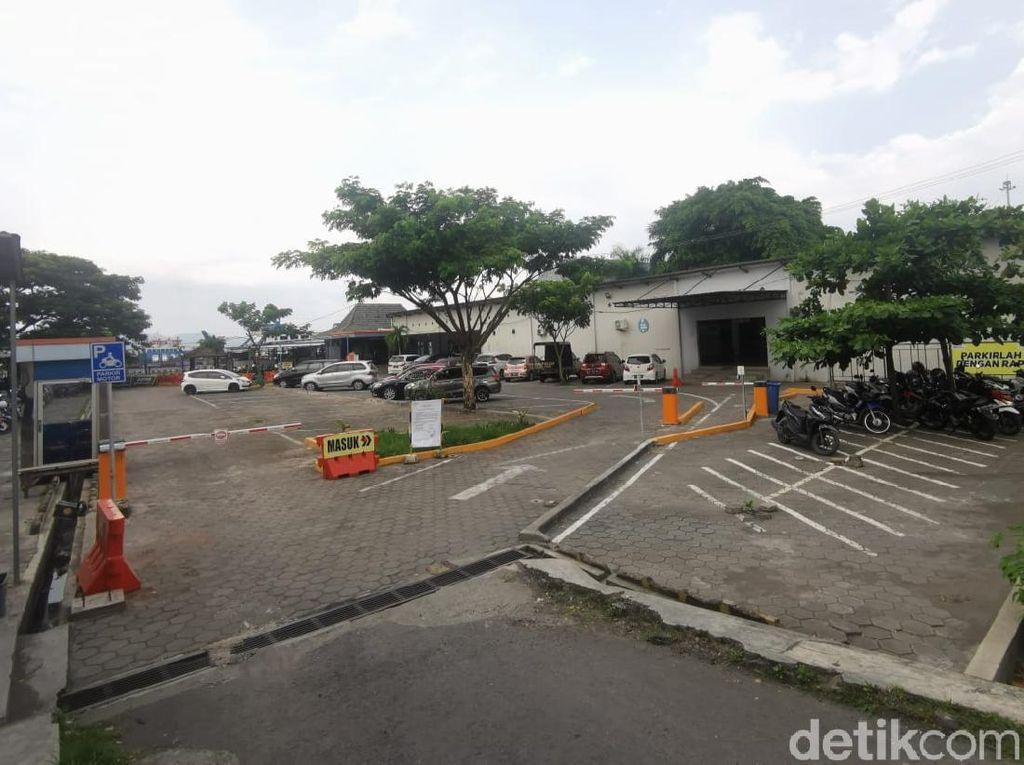 Pekerja Keluhkan Tarif Parkir Pelabuhan Ketapang yang Kemahalan