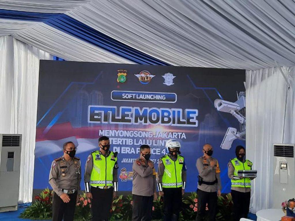 Canggih! e-TLE Mobile Bisa Rekam Kendaraan Kebut-kebutan hingga ODOL
