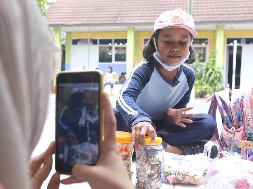 Viral S3 Marketing Bocah Penjual Permen di Bandung