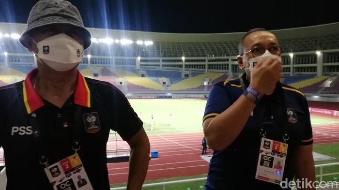 Akhmad Hadian Lukita, OC Piala Menpora 2021, memberikan evaluasi di hari pertama.