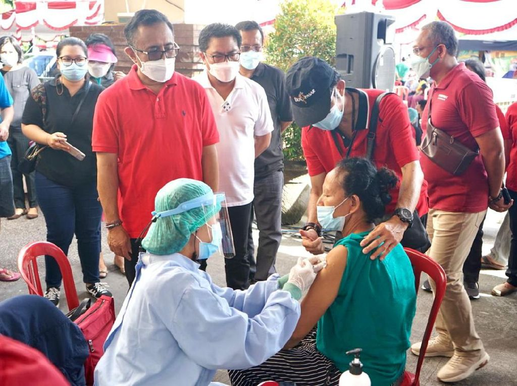 Pedagang Pasar di Denpasar Mulai Divaksin, Walkot Targetkan 2.400 Orang