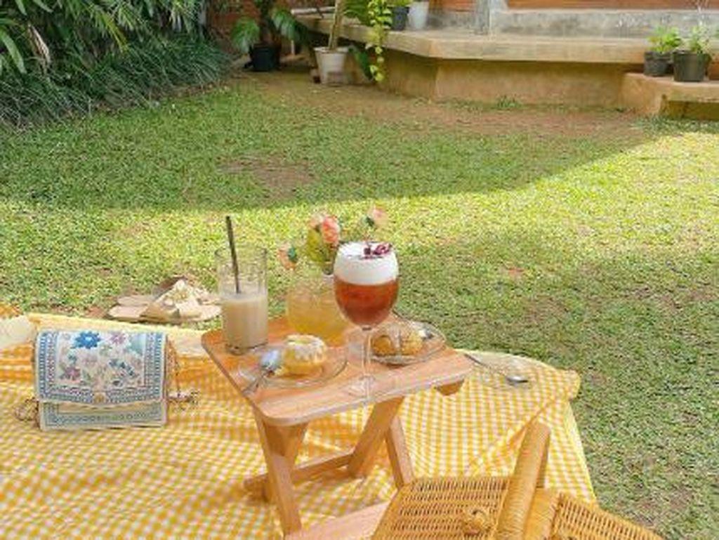 5 Kafe Instagramable Ini Bernuansa Piknik dan Taman Bunga Cantik