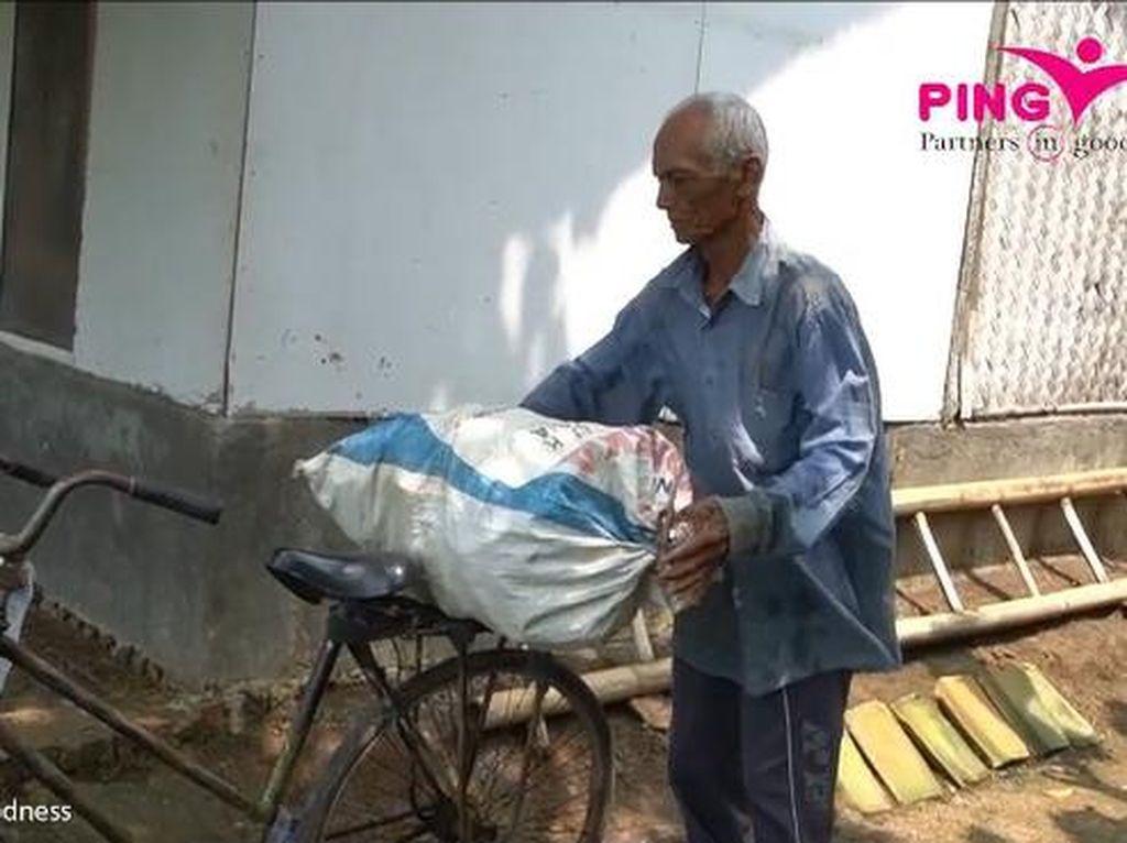 Miris! Kakek Pemulung Ini Tiap Hari Hanya Bawa Bekal Minum Air Keran