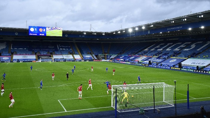 LEICESTER, ENGLAND - DECEMBER 26: Axel Tuanzebe of Manchester United scores an own goal after Jamie Vardy of Leicester City took a shot on goal during the Premier League match between Leicester City and Manchester United at The King Power Stadium on December 26, 2020 in Leicester, England. The match will be played without fans, behind closed doors as a Covid-19 precaution. (Photo by Glyn Kirk - Pool/Getty Images) Pool/Getty Images)