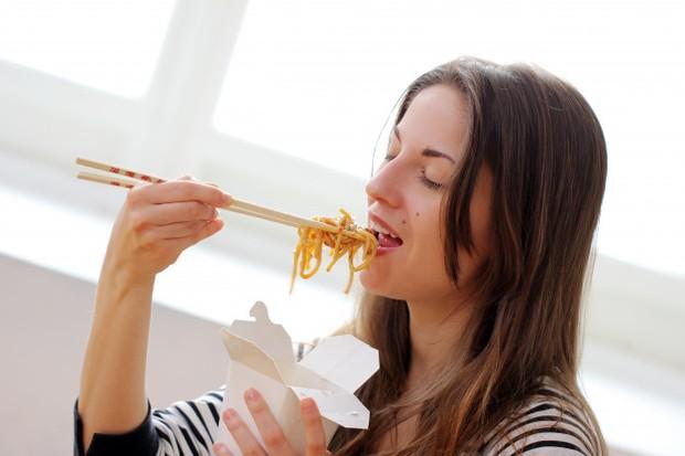Orang yang hidup sendiri pola makannya cenderung tidak sehat.