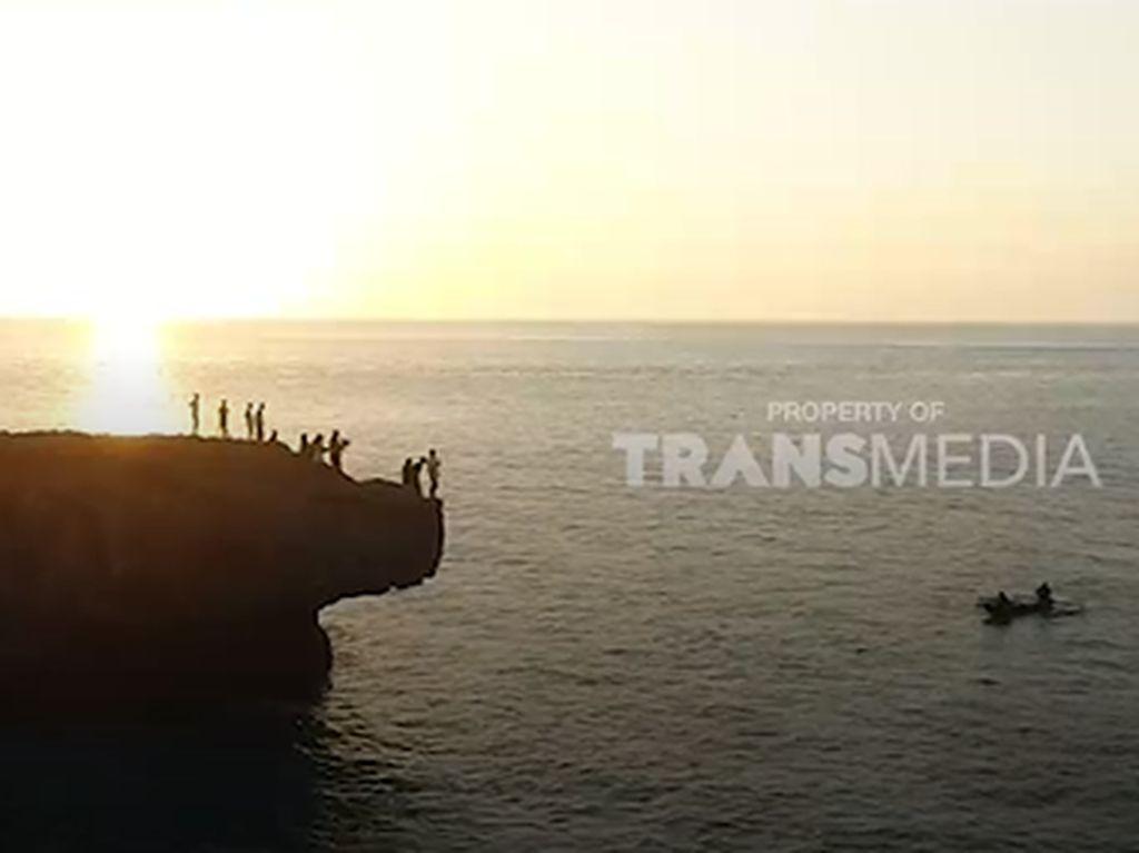 My Trip My Adventure: Asyiknya Main Terjang Ombak di Pantai Mandorak